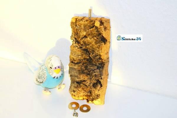 Vogelsitzbrett aus Kork als ideale Unterstützung für eine gesunde Schnabelpflege - Sittiche24 für Vogelliebhaber etwa in Hamburg, Koblenz, Mannheim oder Trier.