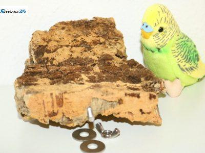 Vogelsitzbrett aus Naturkork als perfektes Sittich Spielzeug für Ihren Vogelkäfig oder Voliere versandfertig für Vogelfreunde etwa in Hamburg, Köln, München oder Kassel.