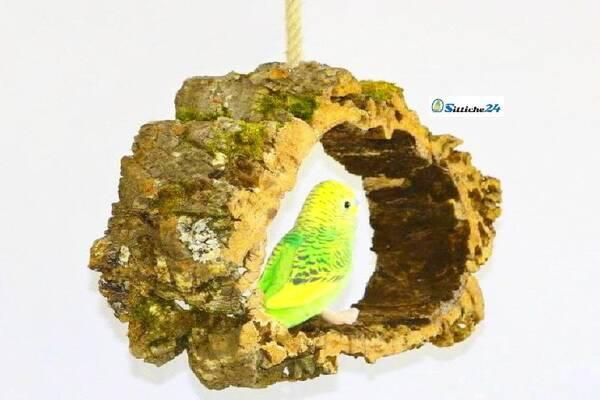 Cleveres Vogelzubehör etwa als Vogelschaukel aus Kork für Sperlingspapageien.