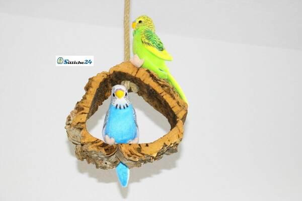 Rindenkork Vogelschaukel als Top Vogelspielzeug gegen Langeweile.