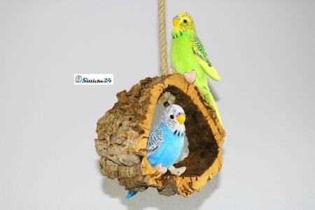 Rindenkork Vogelschaukel als Top Vogelzubehör.