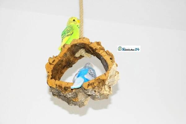 Rindenkork Vogelschaukel als tolles Vogelspielzeug.