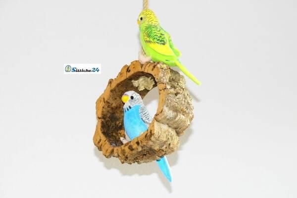 Vogelschaukel aus Naturkork für eine gesunde Schnabel- und Krallenpflege.